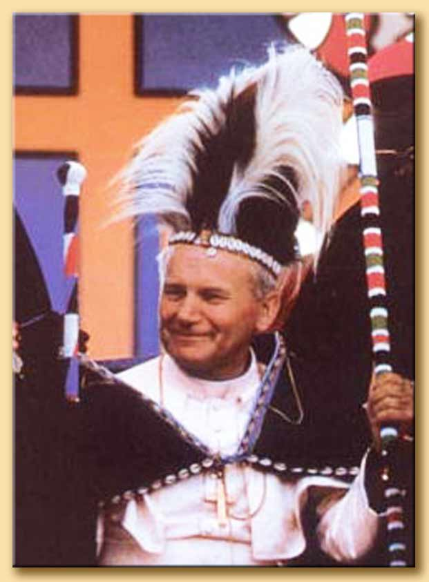 giovanni paolo II vestito da capo-tribù